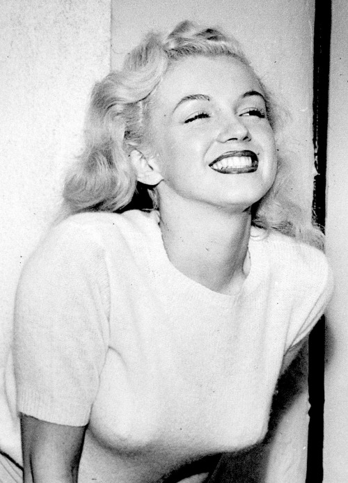 missingmarilyn:  Marilyn Monroe at the Pacific Coast Antiques Show, 1948.