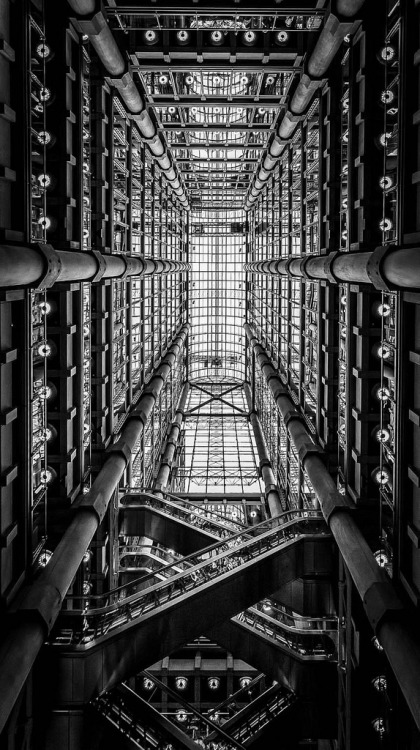 werk1975:    Lloyd's Building, London, 1978-86. Richard Rogers Architects. (by LeePellingPhotography.co.uk)