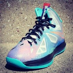 The LeBron X Pure Platinum is scheduled for this weekend. Anyone copping? (at freshnessmag.com)