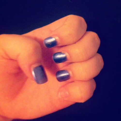 Shoot gurl look at that accent nail 😉😏😂 #nails #purple