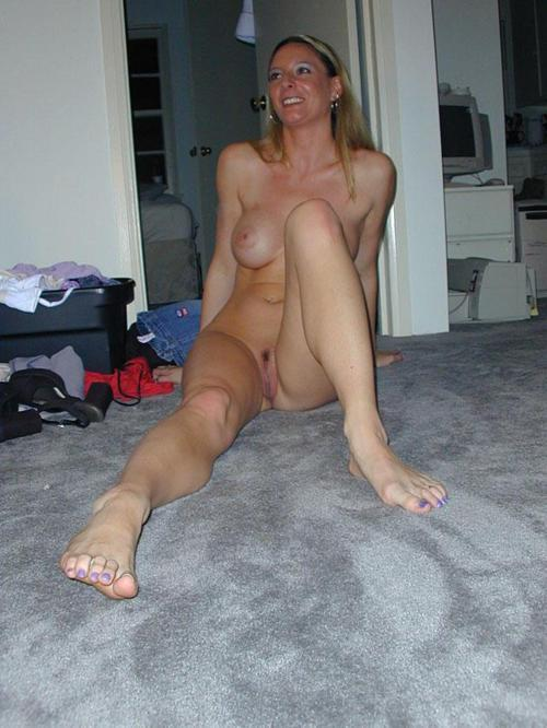tango-milfs-wives-rings:  privatemilfpics:  Hook up with sexy singles looking for fun adult dating on NaughtyOver40.com!      (via TumbleOn)