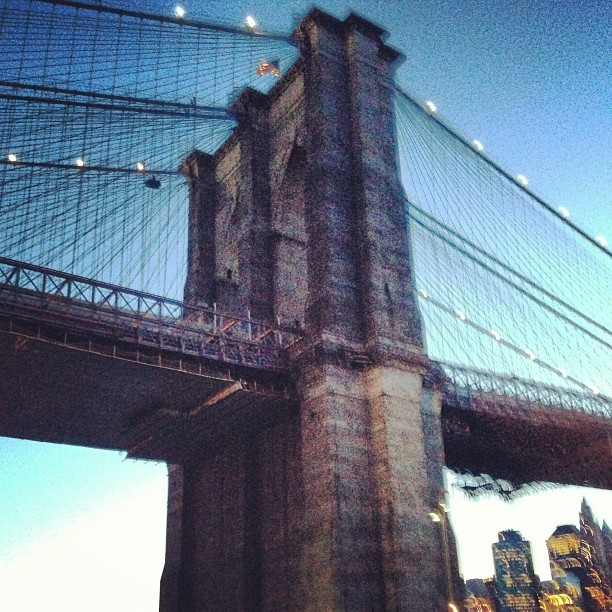 Life is good #brooklyn #bridge at #dusk  (at Under The Brooklyn Bridge)