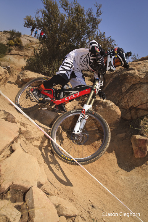 Freestyle moto legend Ronnie Renner @rendawgfmx racing DH mtb at @SouthridgeUSA @GTBicycles