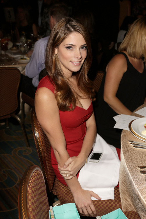 vejiga:  Ashley Greene
