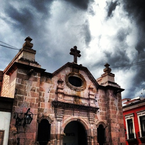 #morelia #today #architecture #arquitectura #cantera #templo #religion #centro #historico #nublado nubes #clouds #top #famous #followme #cool