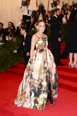 Met Gala '13 - Sarah Jessica Parker in Giles and Philip Treacy Mohican