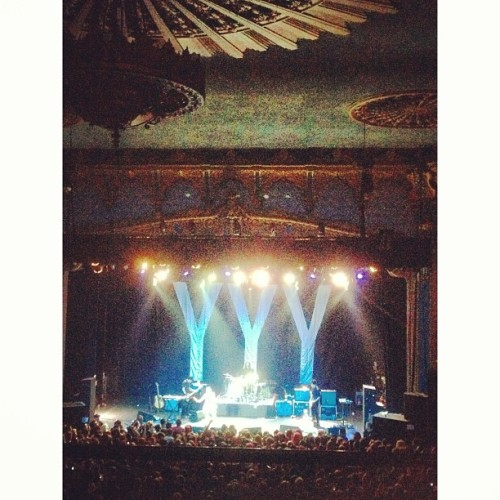 I see the light #yeahyeahyeahs #ventura #venturatheater #kareno  (at The Majestic Ventura Theater)