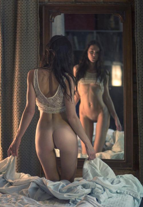 udgaardstuff:http://www.orgazmatrix.fr/post/95809788128/miroir-credit-photo-pavel-kiselev