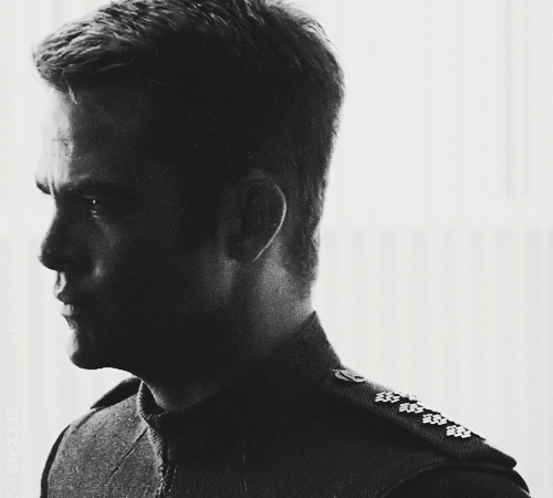 photosennoiretblanc:  Fine Pine  I love you Chris Pine. Why have I not gone to see Into Darkness yet?!?