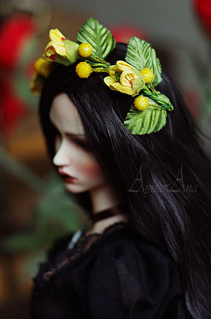 mlleloupette:  And next hairband… by AyuAna on Flickr.