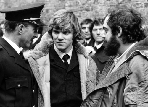 Michael Bates, Malcolm McDowell & Stanley Kubrick on the set of A CLOCKWORK ORANGE (1971)