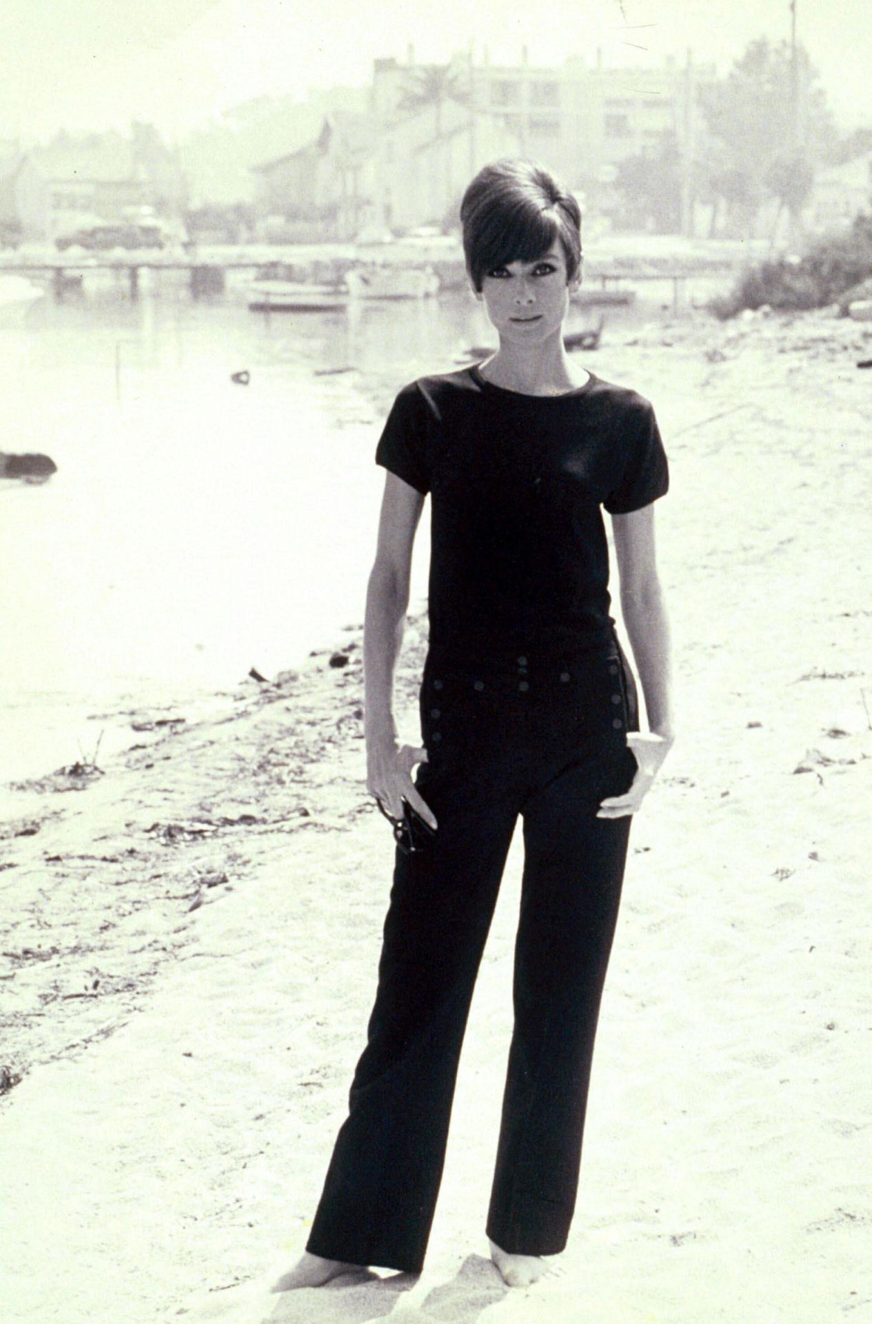 "inlovewithaudreyhepburn:  looklikegarycooper:  Audrey Hepburn in ""Two for the Road""  PORN"
