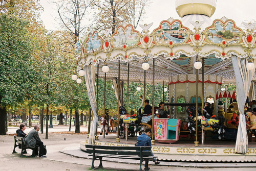n0rthwind:  Jardin des Tuileries by tetsumaru on Flickr.