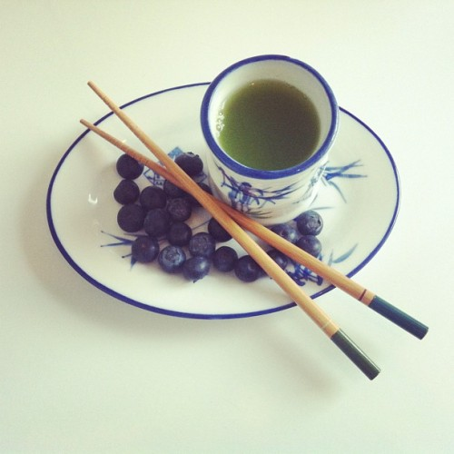 May 7 ~ Matcha Green Tea & Blueberries ~ 100% Natural 0% Junk #goodmorning #fitfam #breakfast #focus #rawfood #eatclean #organic #matcha #greentea #cleanfood #blueberry #vegan #raw #organic #japanese #buddhism #fitspo #detox #fit #health #healthy #inspiration #motivation #designyourdailylife