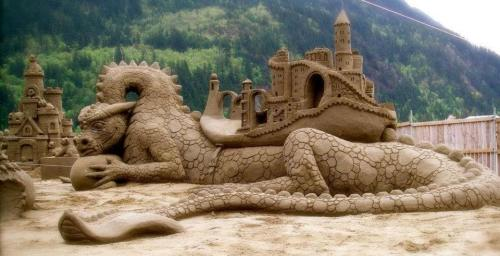 song-as-old-as-rhyme-x:  Epic Sand Art