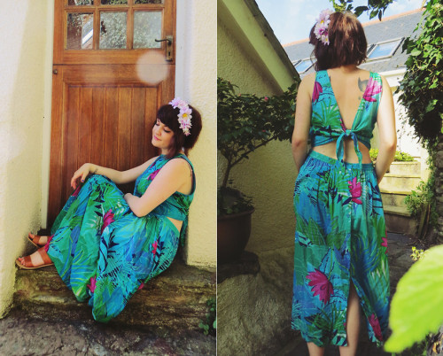 Tropical love. (by Little L)http://www.beinglittle.co.uk/2013/05/tropical-vintage-dress.html
