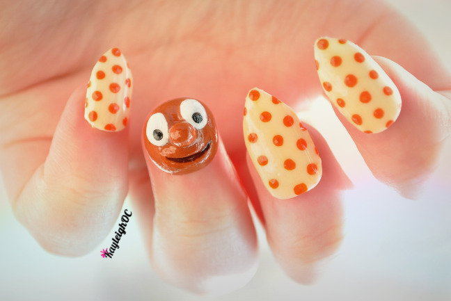 3D Morph and polka dots :)I used to LOVE Morph when I was younger, I wore the tapes out. And I wanted to live in a wooden box.Just been watching a few of The Amazing Adventures of Morph on YouTube and now I can't stop humming the tune. Here's the first one :) xx