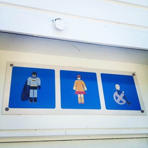 incorrigiblerobot:  Greatest toilet sign by mulegirl on Instagram