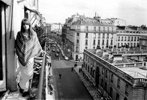 Françoise Hardy enjoys the view. And so do we.