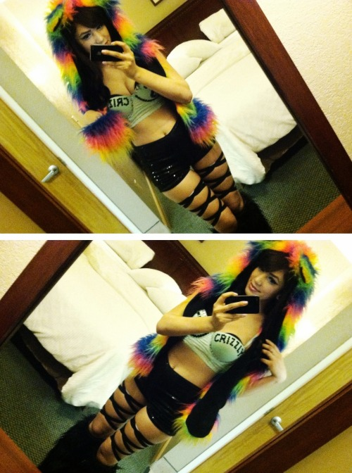 ravegoddess:  Super Duper Bowl 7 outfit! :] For my man Crizzly! ♥