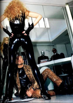 candypriceless:  Jerry Hall, in PVC catsuit, and Thierry Mugler in his studio in Paris.   aaahhhh, so good