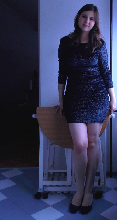 "curveappeal:  Ellen, 21 y/o, 172 lbs, 5'8"". I can't remember if someday in life I was ever comfortable with my size. Always thought I'm too big, too tall, too fat, too clumsy, too nonstandard. Few months back I found someone that thinks that I'm perfect the way I am, and since then he's trying to make me see my own beauty. Now I feel like I almost see it.  It's not entirely positive, though, because I feel like I should've learned to love myself a long time ago. I would have lived better without hiding. I would have looked in the mirror everyday and felt confident to face the world. If I could ever give some advice, I would say that: don't wait to find someone who loves you so you can feel better. Love yourself and then be prepared to be loved.  Famosa no tãmbler."