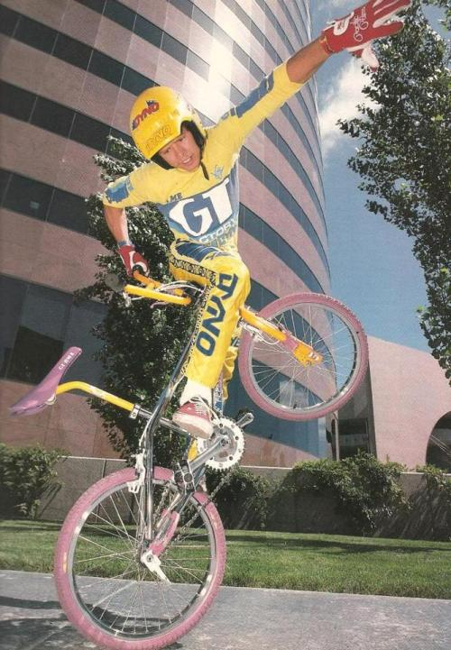 youcantbuyland:  outsidersbmx:  Martin Aparijo | Dyno/GT  I remember this layback seat posts.  So sick!!