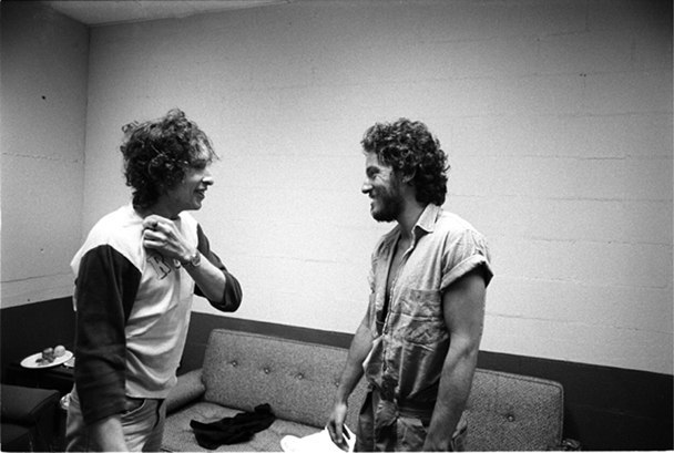 Bob Dylan and Bruce Springsteen in New Haven, Connecticut, during the Rolling Thunder Revue, 1975.