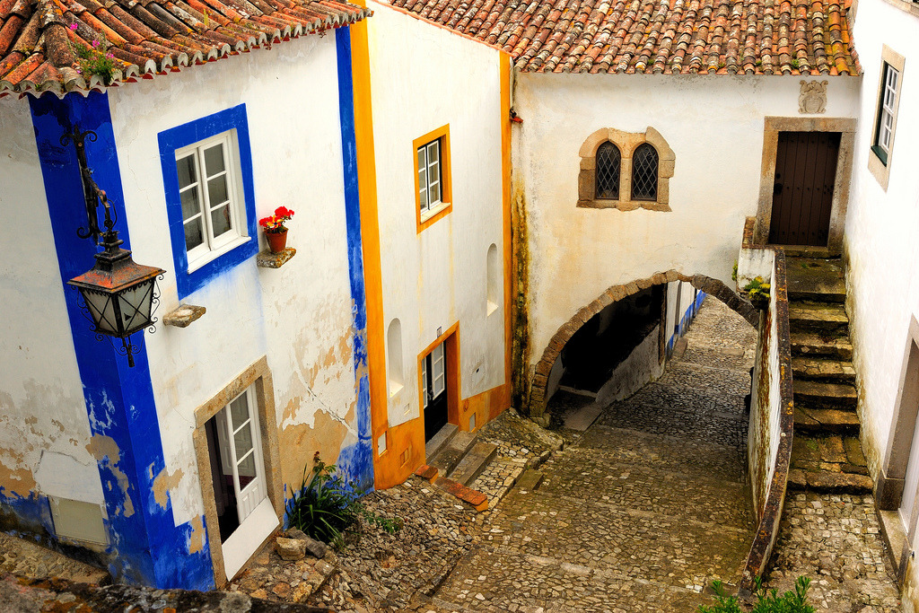allthingseurope:  Obidos, Portugal (by Sunsword & Moonsabre)  I love old and condensed city alleyways.