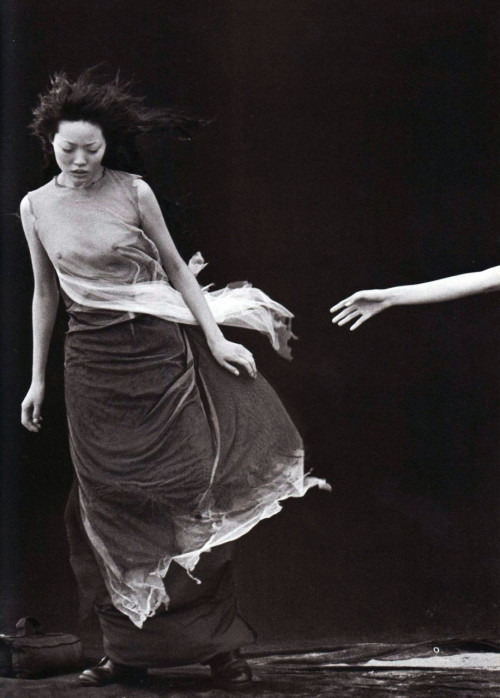 'A Windy Summer'; Ph. by Peter Lindbergh for Vogue Italia, May [1999].