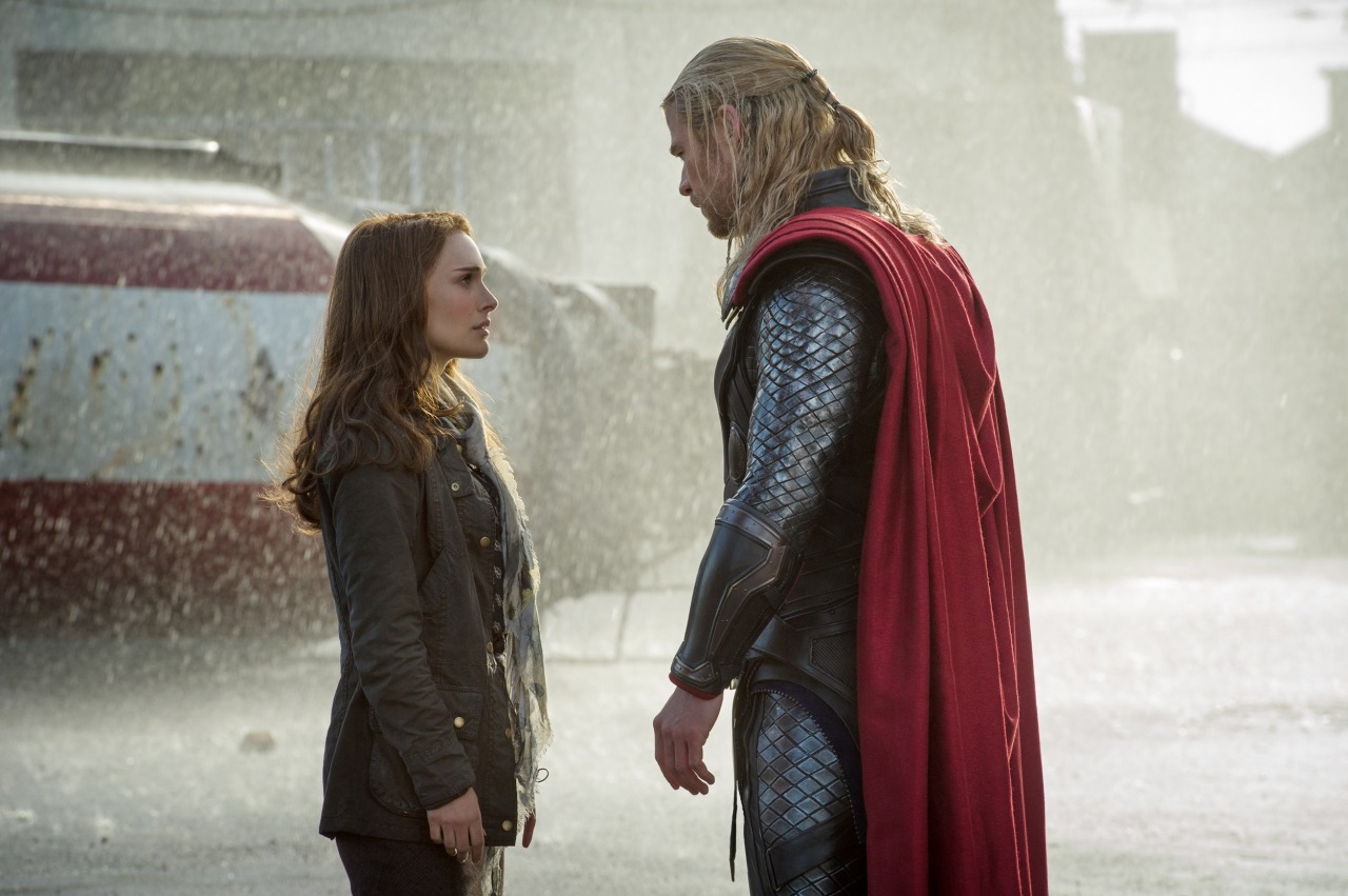 Natalie Portman & Chris Hemsworth in Thor: The Dark Wold From natalieportman.com