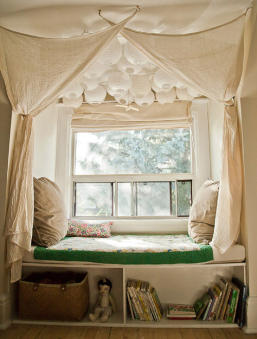 robot-heart:  (via Create Lovely Little Nooks for Reading & Sleeping | Apartment Therapy)