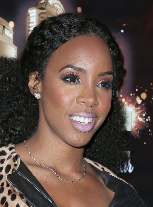 StyleBlazer Survey: Are You Loving Kelly Rowland's Lilac Lips? (Because We Aren't…) Chime in here