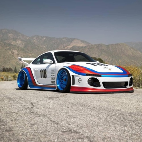porsche pornsche 911 997 stance race livery slammed fitment camber wing 118 Airride air lift performance germany widebody bodykit blue white red canyon bagged