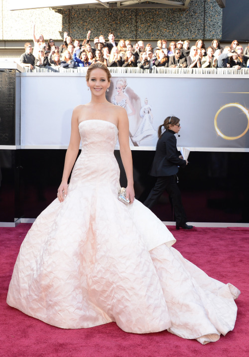 Parad quietos un maldito instante: Jennifer Lawrence is already here #oscars2013