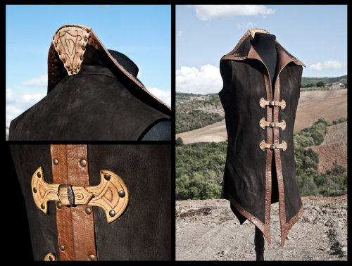 mererecorder:  Leather tunic by *Adhras