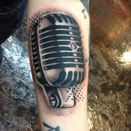 Quick little mic from today #keithbmachines #black13tattoo #stencilstuff #musictattoo #musiccity #nashville #singer #blackandgreytattoo