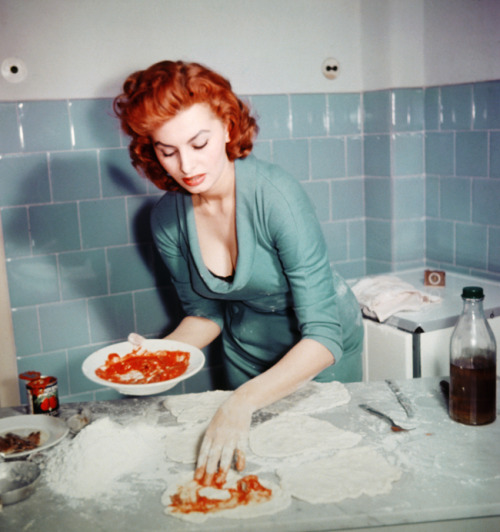 vintagegal:  Sophia Loren making pizza c. 1955