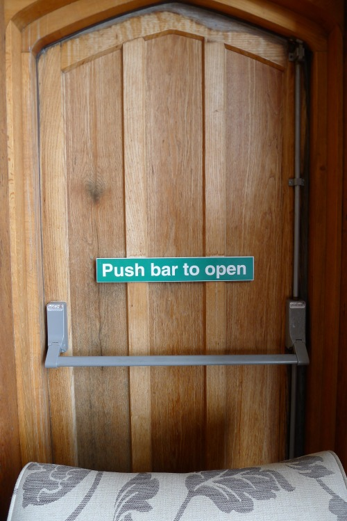 Push bar to open. © Marc Eckardt