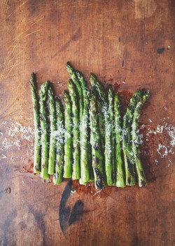 squaremeal:  (via Grilled Asparagus with Chile and Truffle Oil | Rue)