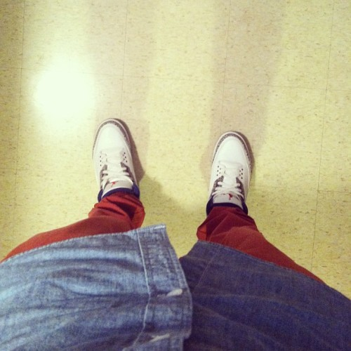 Going back out 😐 #kicks #trueblues #airjordan #jordans #shoes @kicksonfire #red #sneaker #sneakercommunity #blue #white