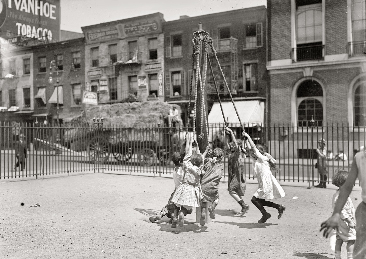 Human tetherballs spin around in East Side Manhattan in 1909 (LOC)