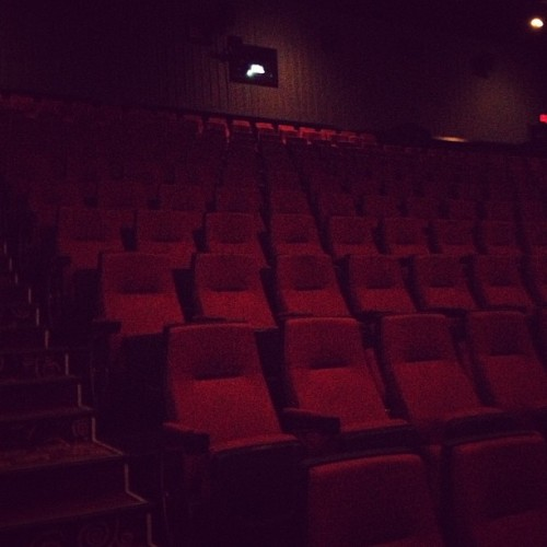 Where should I sit today ?!?! #movies #seats #toocrowded  @fynnwyn