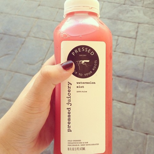 Awww I wish there was a juice bar like this near me, it's soo good for you and it's a great treat :)