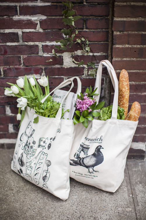 aqua-rius:  lepsiella:  Groceries delivered to your door :)  cute