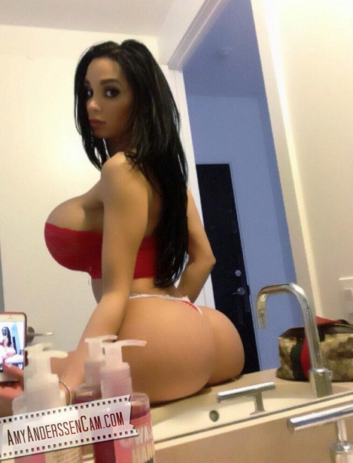 Im pretty sure big titty n bubbly booty bitch Amy Anderssen started a #MirrorMonday trend! BOOB ON!