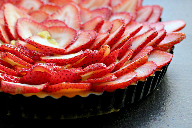 Rhubarb Curd Shortbread Tart with Fresh Strawberries