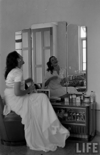 indypendent-thinking:  Hindi actress Madhubala at her dressing table. Photograph by James Burke, Life magazine, 1951 (via Old Indian Photos)