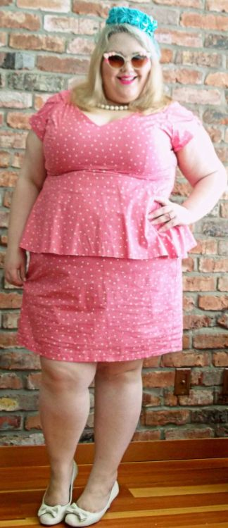 Just call me Fatty O'Nassis. This dress isn't my usual style but I looove it— I have the same cut in cherry print as well. And best of all, it's a local company. There's VERY VERY few options in Vancouver for fat clothing so I'm glad at least there's one doing cute shit. Chains like Additionelle and Pennigtons are dead to me. Dress: Cherry Velvet PlusShoes: ModclothPillbox hat: Poppycock VintageFloral sunglasses & necklace: Aldo
