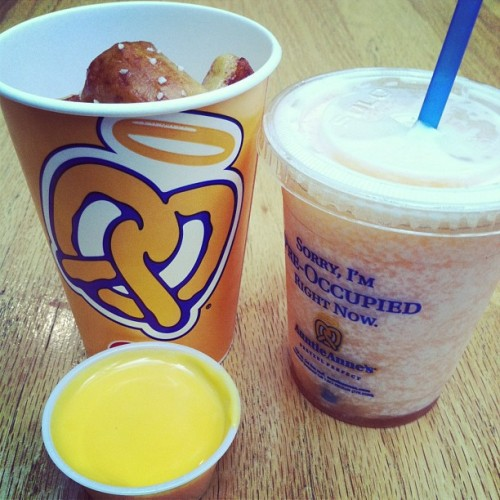 Nothing like Auntie Anne's pretzels & mango lemon shake 💙 #Yummy #Pretzels #AuntieAnnes #MangoLemonShake #FoodLovin #Exquisite #SoGood #InnerFatty  (at Fiesta Mall)